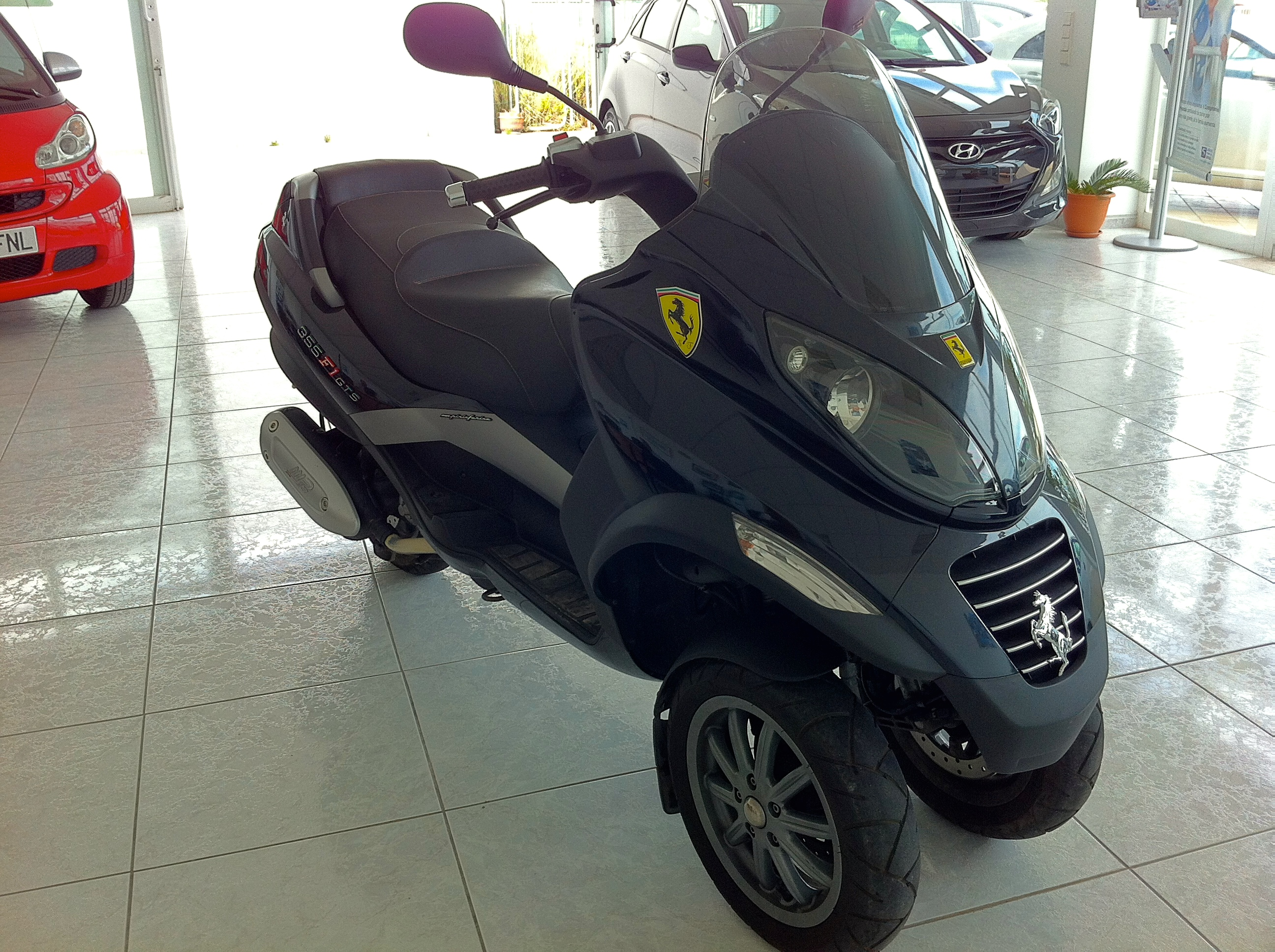 piaggio mp3 250 ferrari edition |