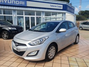 2013 HYUNDAI i30 1.6 DIESEL CRDI AUTOMATIC. SILVER METALLIC WITH CHARCOAL INTERIOR, AUTOMATIC TRANSMISSION, AIR CONDITIONING, ELECTRIC WINDOWS, CUPHOLDERS, REMOTE LOCKING WITH ALARM, RADIO / CD, AUX, BLUETOOTH, FULLY ADJUSTABLE SEATS. VEHICLE IS IN IMMACULATE CONDITION AND DRIVES PERFECT! LEFT HAND DRIVE IN SPAIN, LHD IN SPAIN.  --- ONLY 76,000 kms / 47,000 MILES! ---